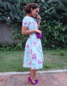 vestido de tendencia retro, muy apropiado y favorecedor